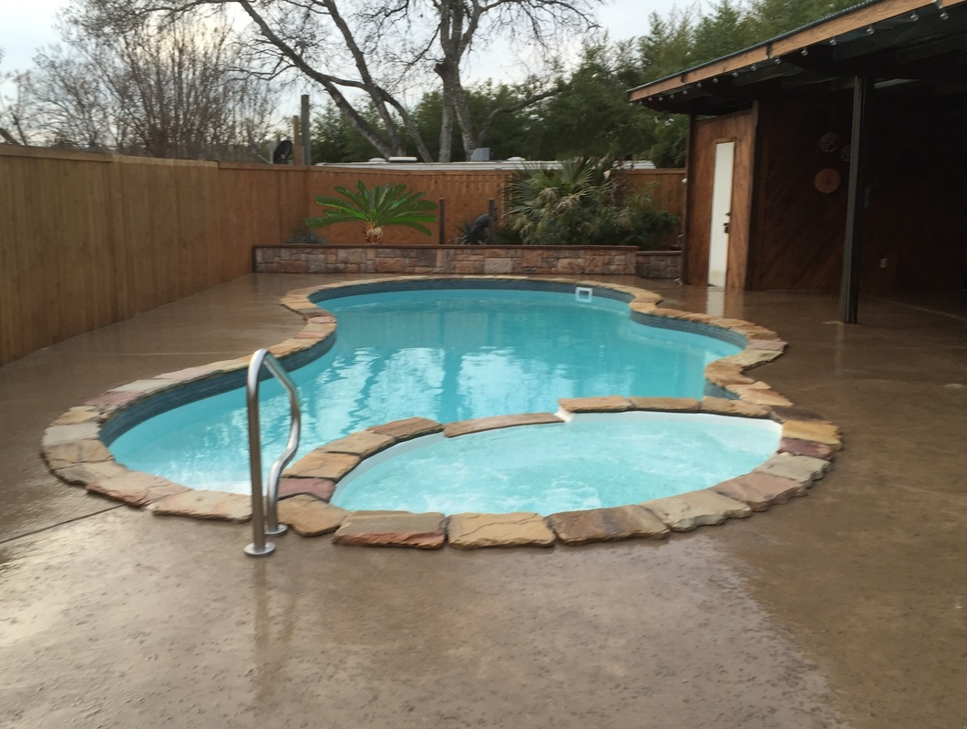 Pool and spa combos tanning ledges san antonio pool for Pool and spa images